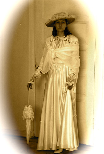 Mimi Amnell 1900-luvun alun asussa