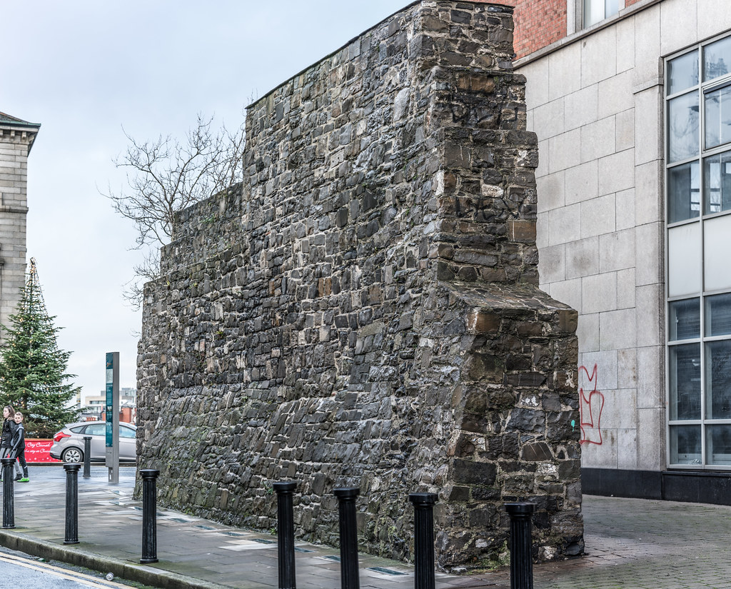 WHAT'S LEFT OF THE ORIGINAL CITY WALL [LAMB ALLEY OFF THOMAS STREET]-123103