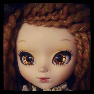 Shinning eyes, lightly customized #Pull up #doll #Amarri portrait for #365days project, 292/365