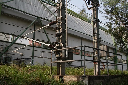 Mockup overhead wires close to ground level for staff training purposes