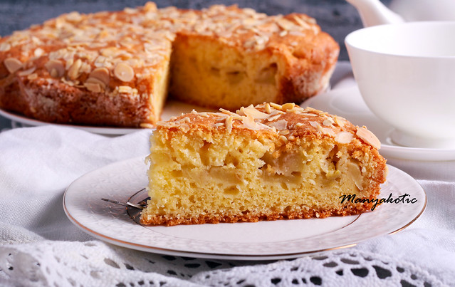 Apple and almond dessert cake,