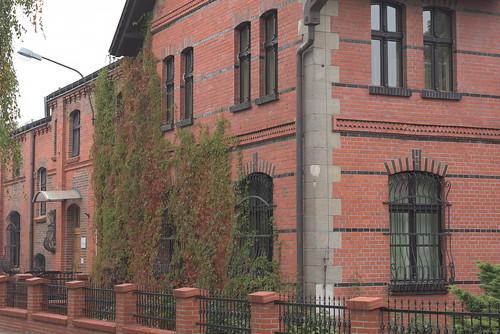 Ceglany budynek w Środzie Śląskiej