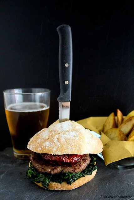 GiovannaA Hamburger d'agnello con verdure ripassate in padella e peperone 044