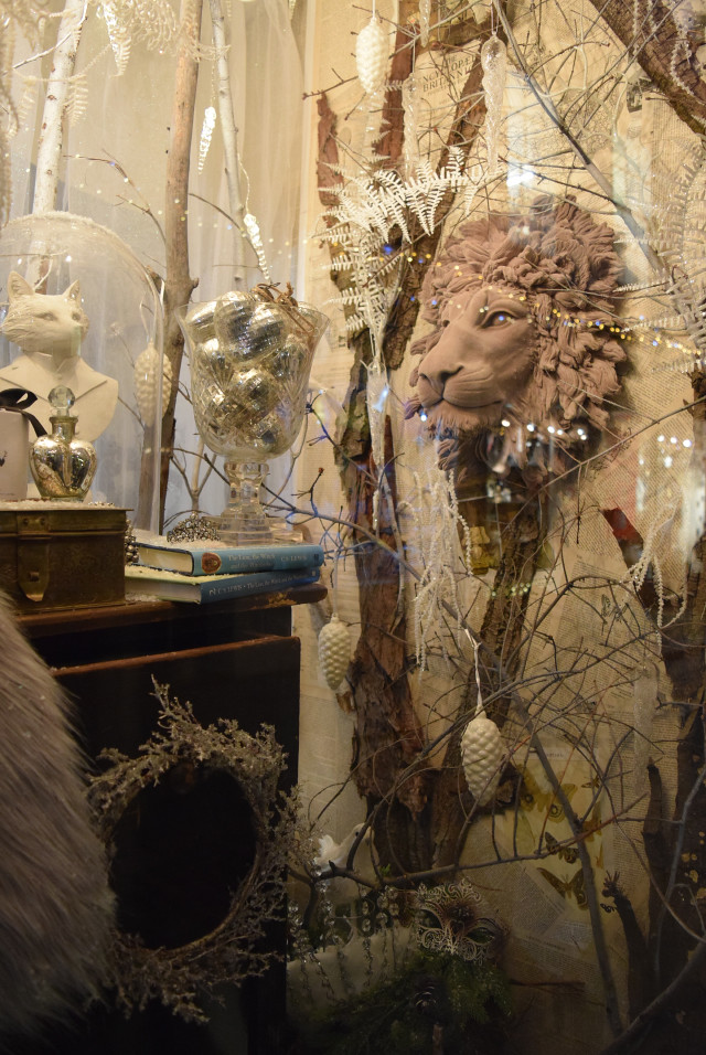 Aslan in the Queen Bee Home Christmas Window 2016 | www.rachelphipps.com @rachelphipps