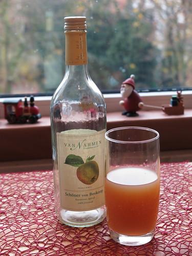 Apfelsaft am Morgen (Sortenrein: Schöner von Boskop, von der Obstkellerei Van Nahmen)