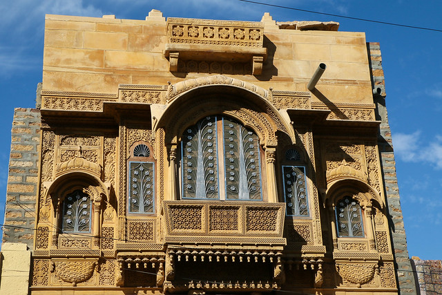 A haveli with lovely window, Jaisalmer, India ジャイサルメール かわいい窓のあるハヴェリ
