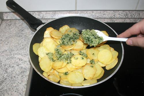 32 - Hälfte der Zwiebeln hinzufügen / Add half of onions