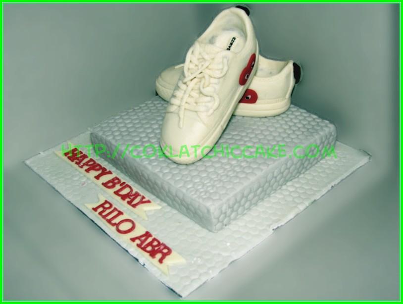 Cake sepatu Converse
