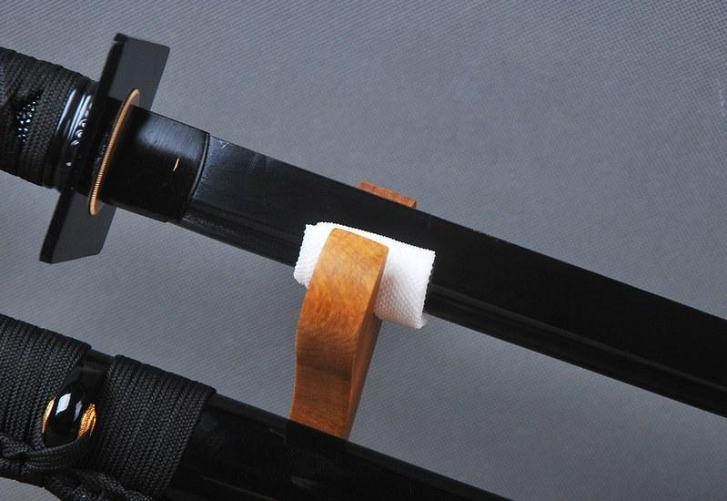 Japanese-samurai-sword-black-blade-3