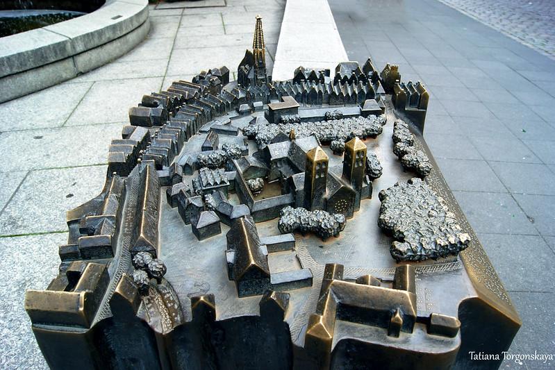Бронзовая модель Старого города