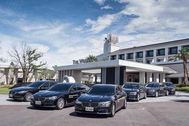 [新聞照片二]「2016 BMW世界盃業餘高爾夫錦標賽台灣選拔賽 決賽」提供參賽選手BMW大7系列頂級接駁服務