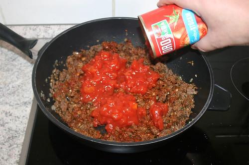 35 - Mit Tomaten ablöschen / Deglaze with tomatoes