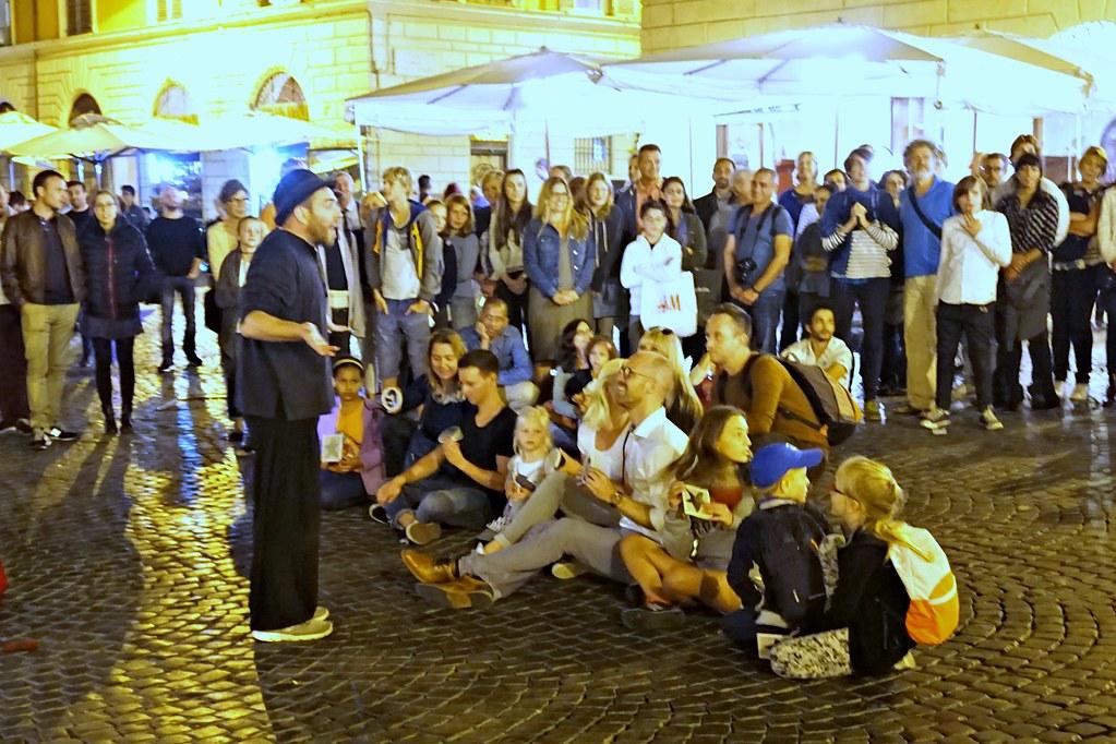 Katutaide-esitys Trasteveren piazzalla