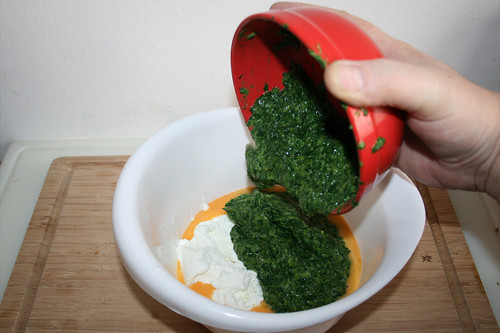 14 - Rahmspinat in Schüssel geben / Put cream spinach in bowl