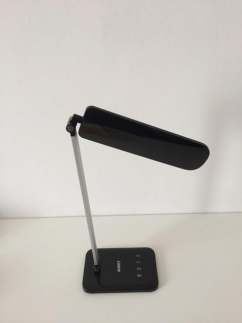 9 Lampe de bureau LED Aukey de haut pliée
