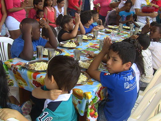 A Soup Kitchen Opens in Guayaquil