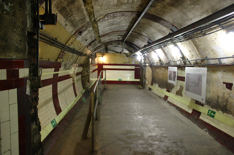 Passenger tunnel