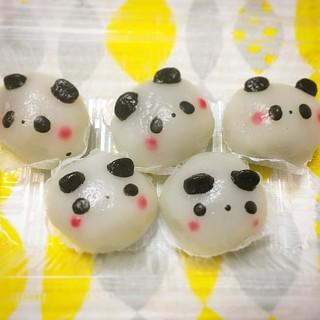 おみやげのパンダ、パンダノーミーチ。 ノーミーチの「糯米(ノーミー)」は「もち米」、「糍」(チ)は「餅」という意味。 パンダもちってことですね。