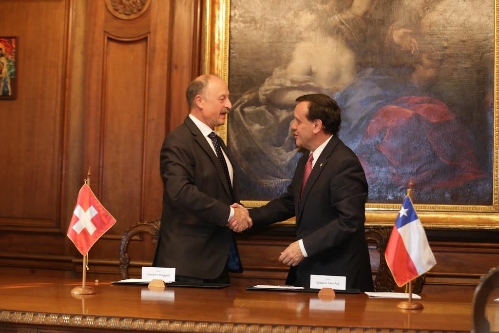 Visita delegación suiza