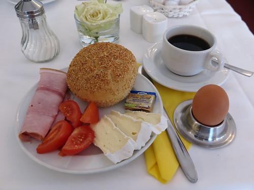 Vom Frühstücksbüfett (im Hotel - Restaurant Cala Luna in Marburg)