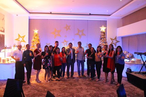 Team Seda Abreeza with friends from the press making toasts for the Yuletide season