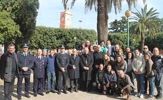 Il Vescovo e le autorità all'uscita dal carcere