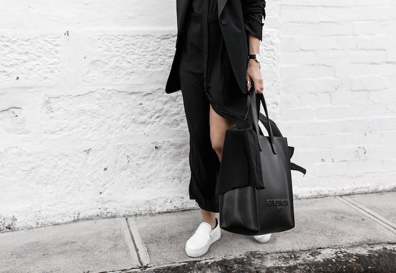 all black minimal outfit fashion blogger street style shirt dress Givenchy logo tote bag Celine sneakers modern legacy Karen Millen (3 of 16)