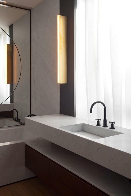 Restrained and luxury residence by Form Bureau Sundeno_11
