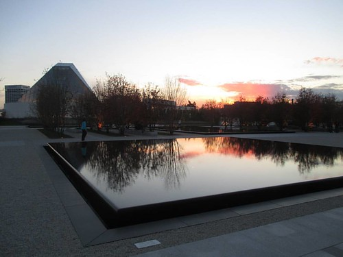 Looking to the west, 3 #toronto #agakhanmuseum #ismailicentre #evening