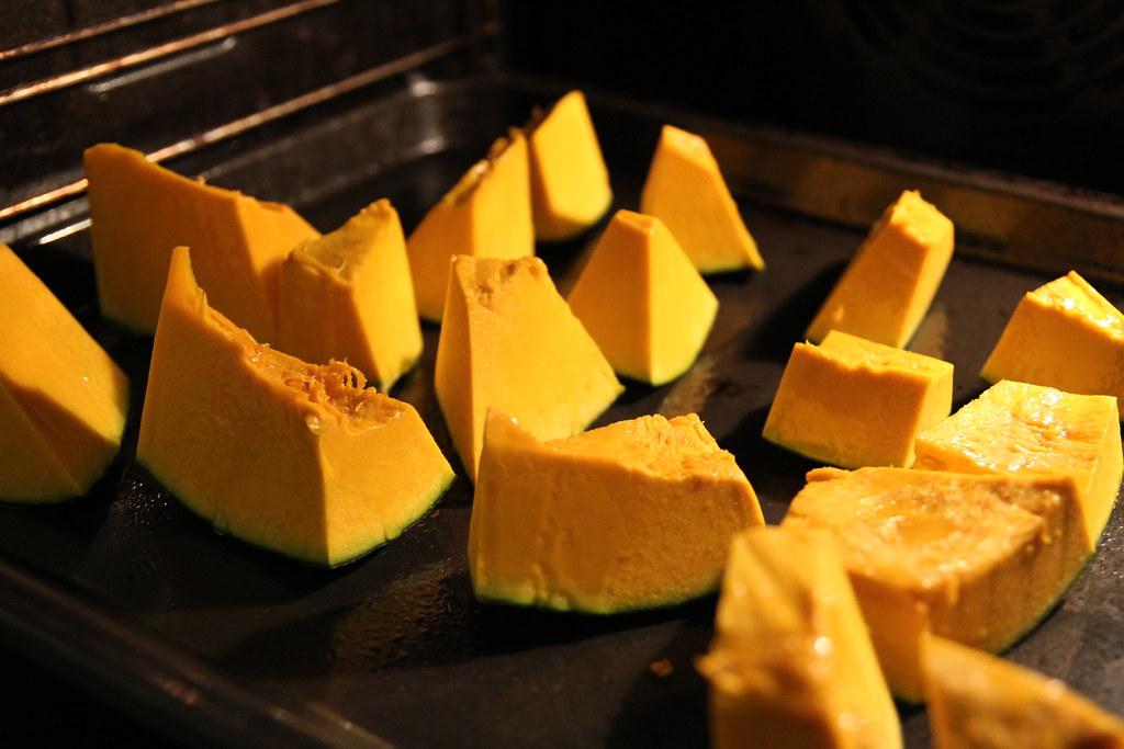 Kol tryniau sviestą su cukrumi, orkaitėje kepė moliūgas.