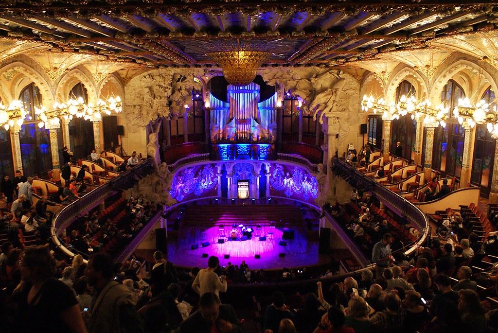 A l'intérieur du Palau de musica à Barcelone pour un concert de Goran Bregovic.