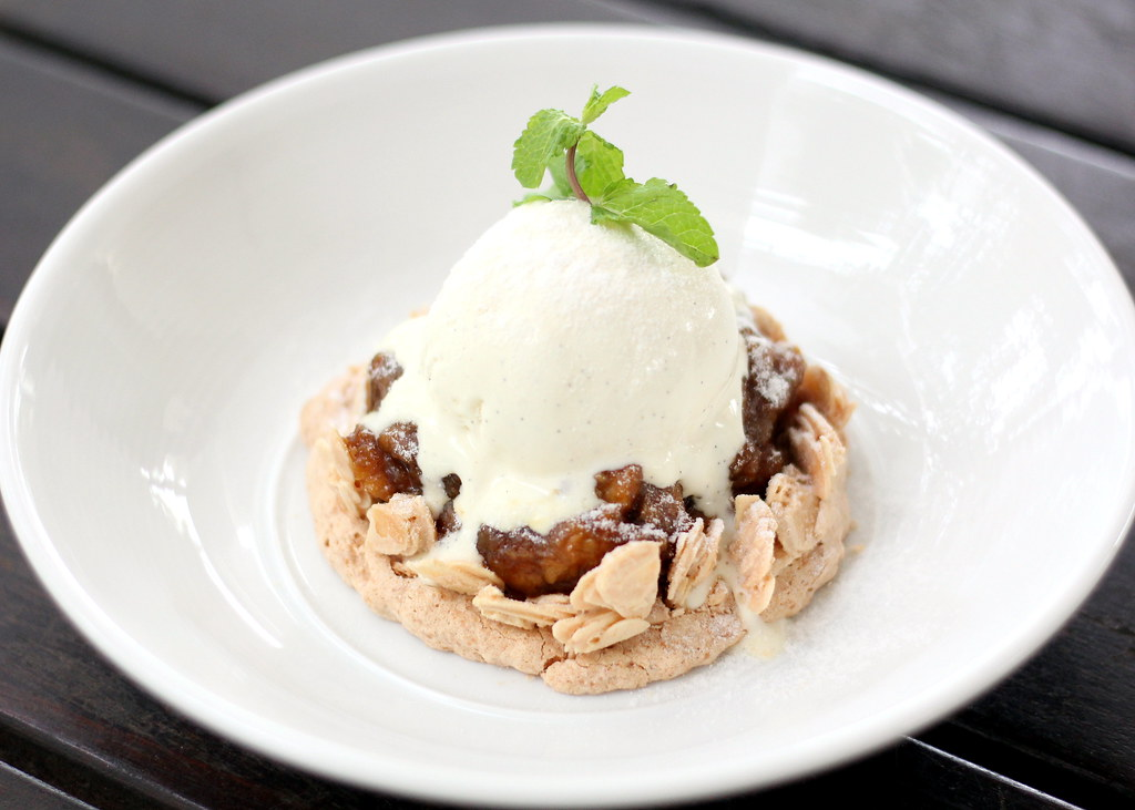 tanjong-beach-club-banana-coconut-tarte-tatin