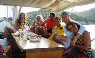 king-arawak-gruppo-a-tavola