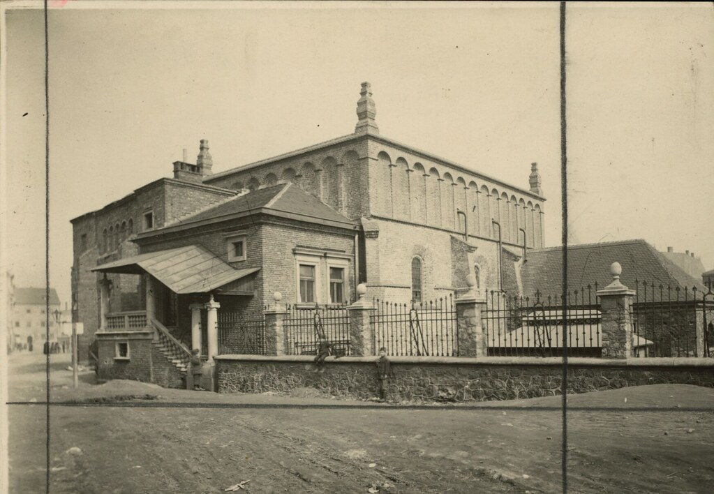 La Vieille synagogue de Kazimierz à Cracovie sur une photo de 1920.