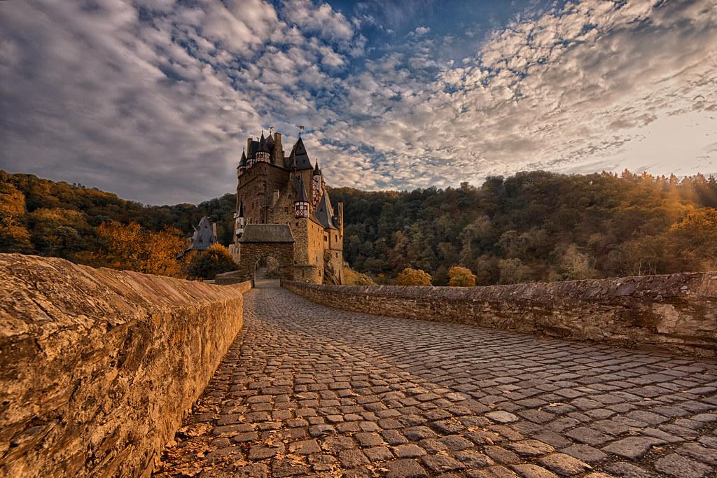 Burg Eltz HDR