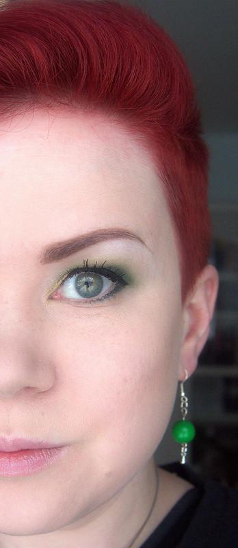 vihreä meikki