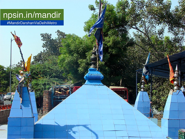 Temple location hold between two roads and adjacent to Nigambodh Ghat on river Yamuna