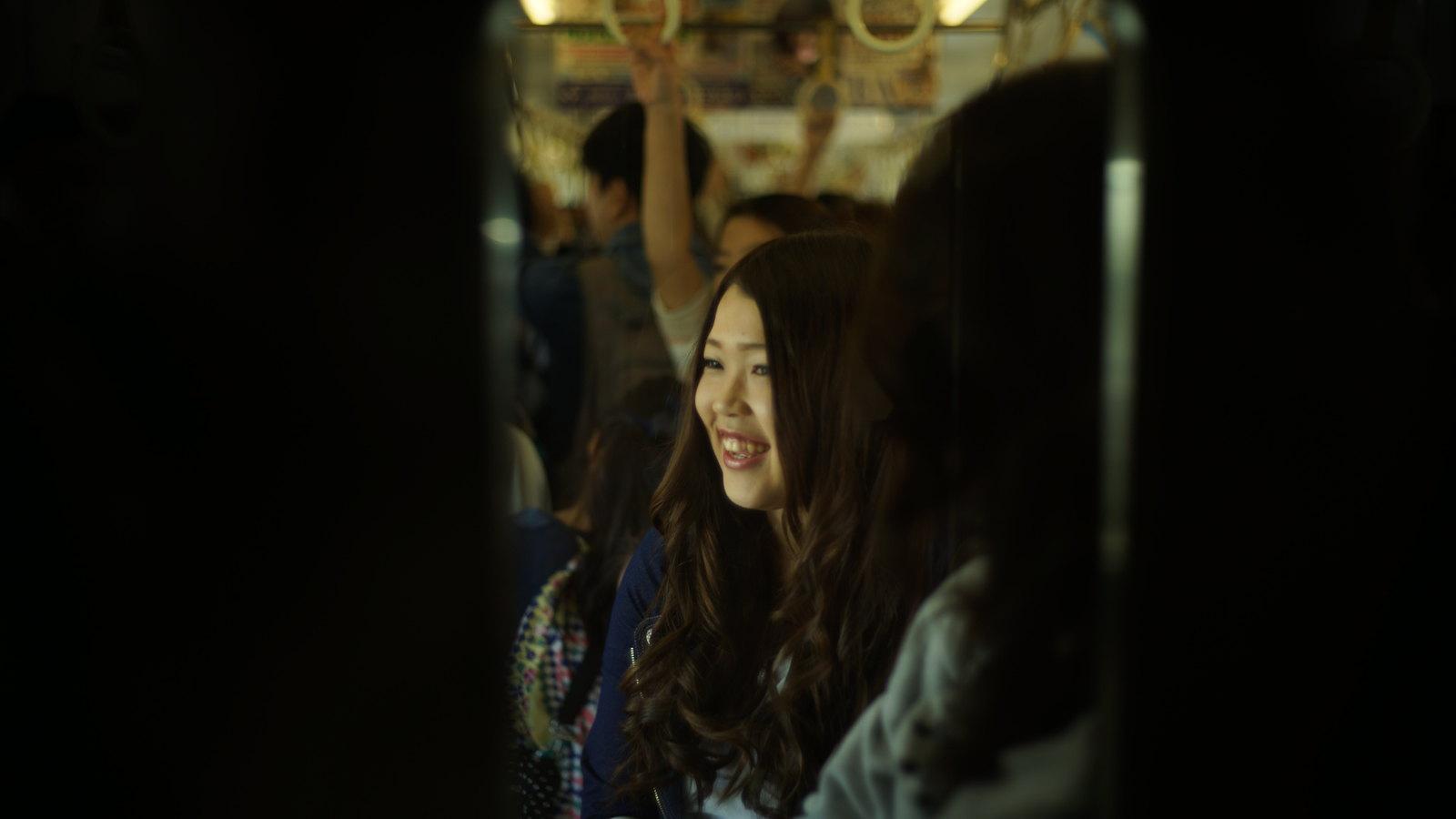 Girl in the next carriage. #foto #japan15 #SonyA7 #Voigtlander40mm #Kyoto