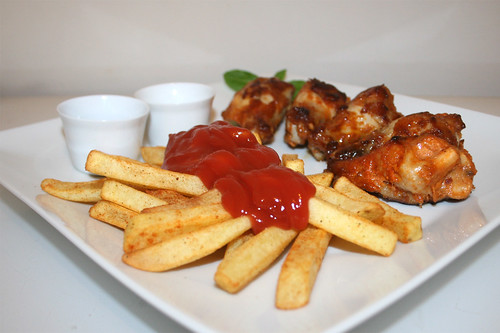 Chicken wing & Pommes Frites - Seitenansicht / Side view