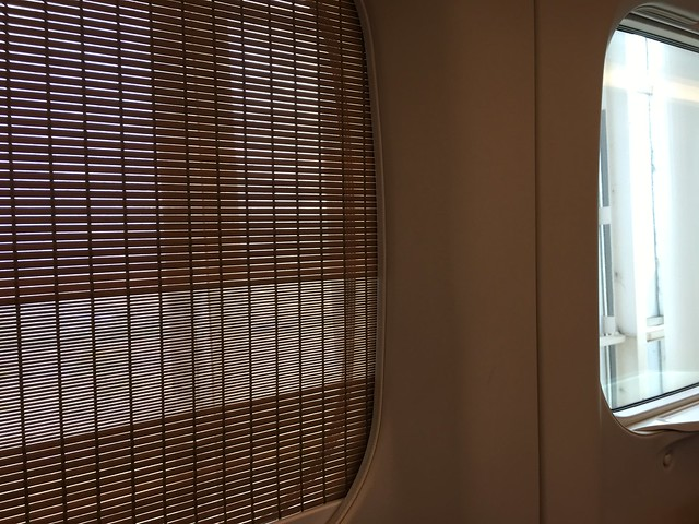 車窗隔光用的是竹簾