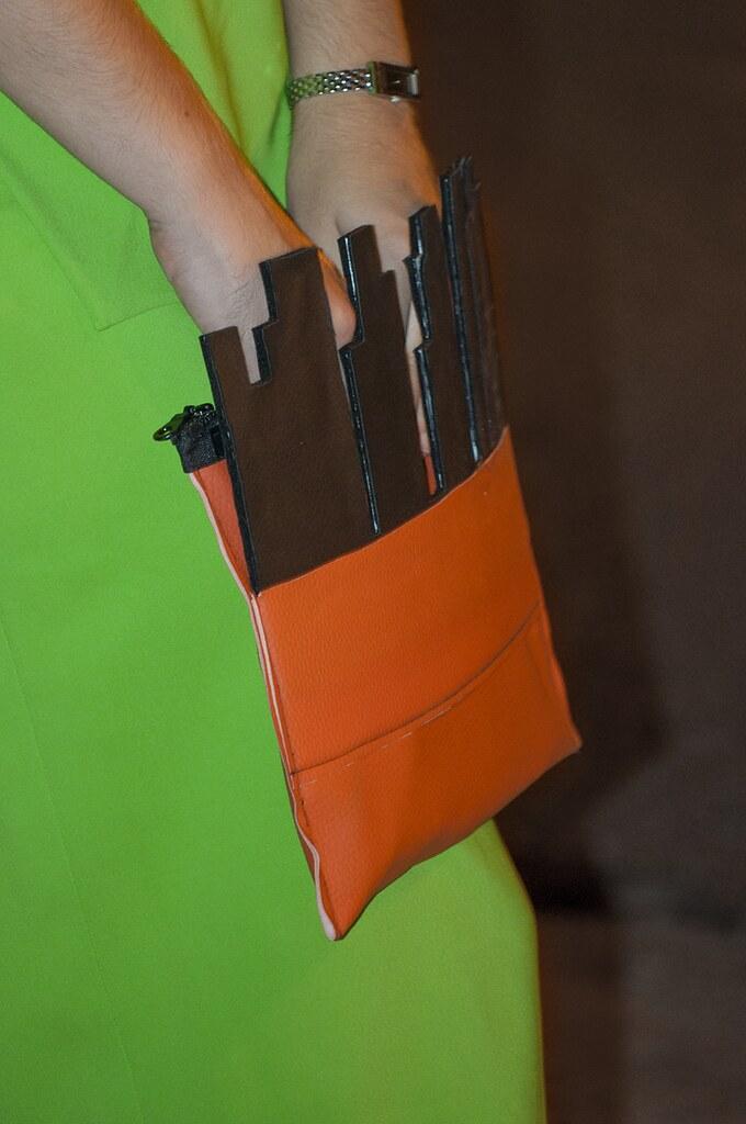 something fashion valencia blogger spain, DIY clutch modern fake leather, green dress maxmara sportmax