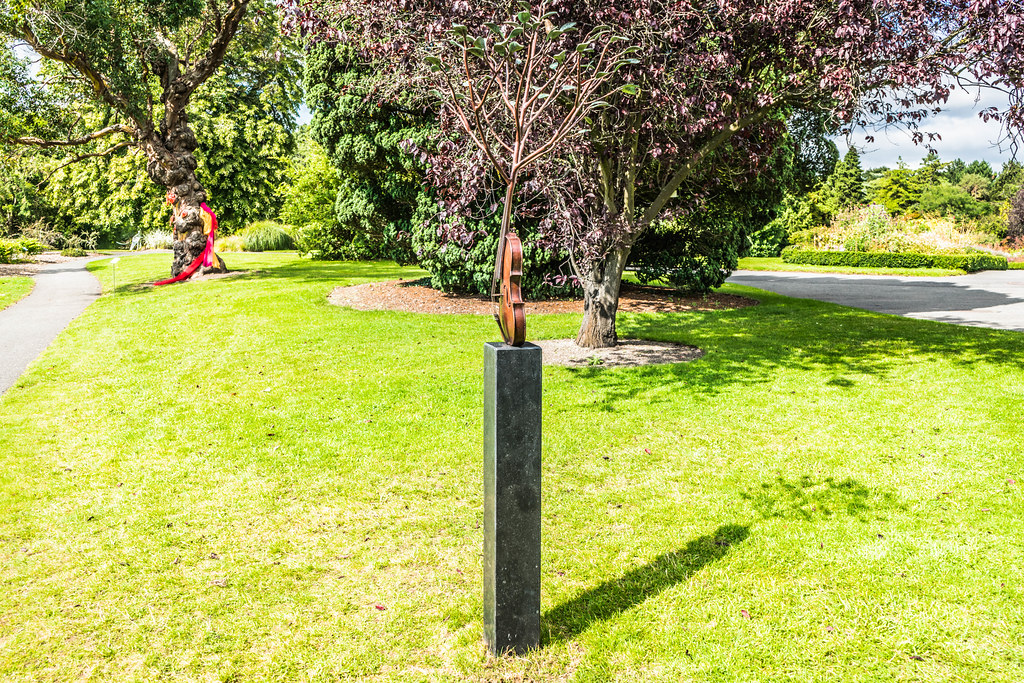 SPRING SYMPHONY BY DAVID McGLYNN [SCULPTURE IN CONTEXT 2015]REF-107758