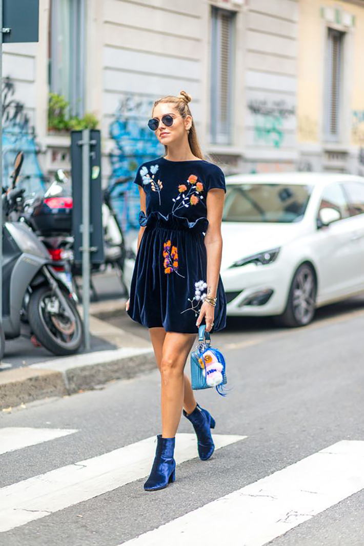 velvet streetstyle outfit accessories heels dresses3