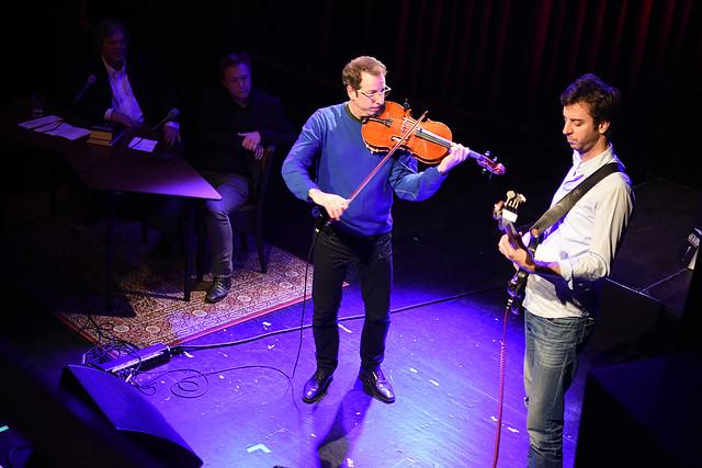 De compositie 'Tonio' van Theo Loevendie, uitgevoerd door Oene van Geel en Mark Haanstra