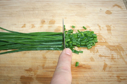 46 - Schnittlauch in Ringe schneiden / Cut chives in rings