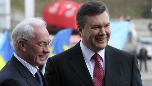 В «Ощадбанку» на рахунках Януковича і Азарова лежить більше мільярда доларів
