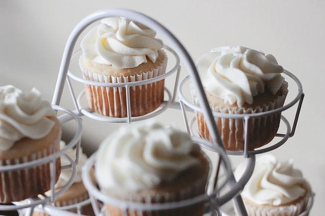 cupcakes-1208234_640
