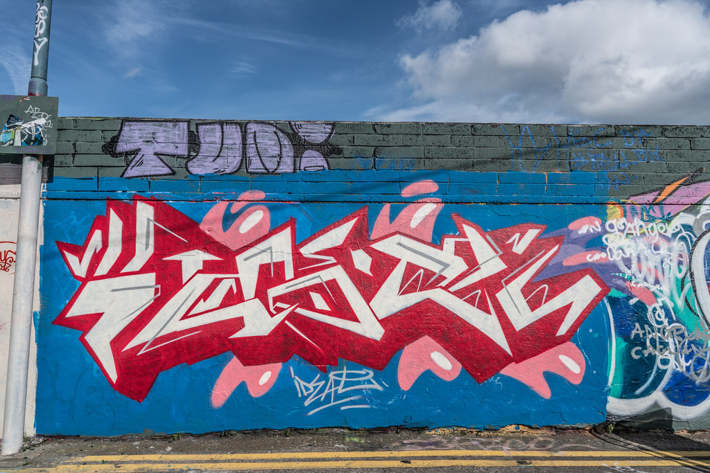 URBAN EXPRESSION AND SOME URBAN DEPRESSION [STREET ART IN THE PORTOBELLO AREA OF DUBLIN] A-121537