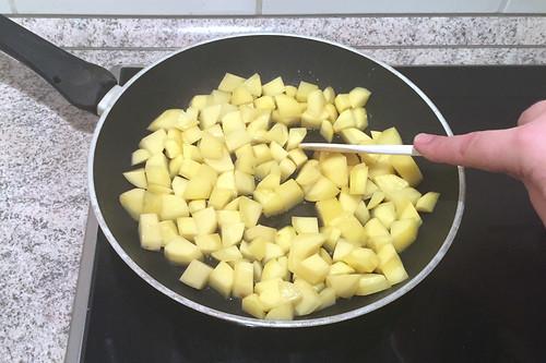 63 - Kartoffelwürfel knusprig anbraten / Fry potatoe dices