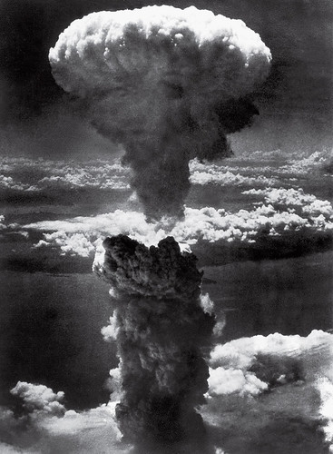 time-100-influential-photos-lieutenant-charles-levy-mushroom-cloud-nagasaki-37